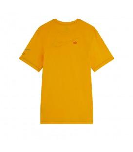 Camiseta Nike Sportswear para hombre en color mostaza disponible al mejor precio en tu tienda online de ropa de deporte www.chemasport.es