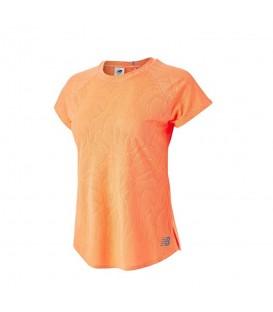Camiseta New Balance Fuel para mujer en color naranja disponible al mejor precio en tu tienda online de moda y deportes www.chemasport.es