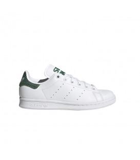 Zapatillas Adidas Stan Smith Junior en color blanco y verde disponible al mejor precio en tu tienda online de moda y deportes www.chemasport.es